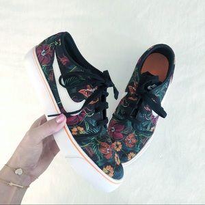 [Nike] Dark Floral Canvas Sneakers